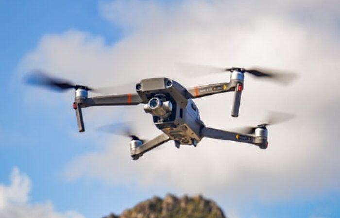 Un algorithme permet aux essaims de drones de naviguer dans un environnement inconnu.