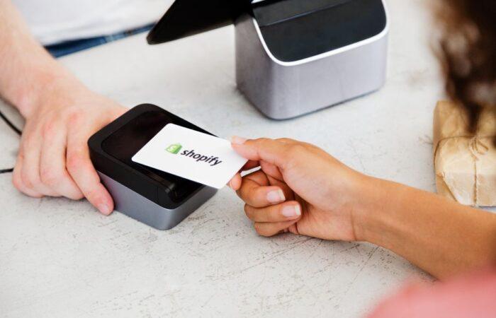 Shopify accuse deux employés d'avoir piraté les données de 200 e-commerçants
